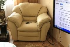 Перетяжка кресла в натуральную кожу с заменой наполнителя