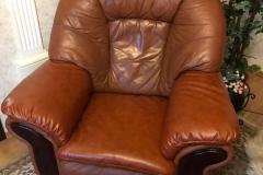 Кресло из кожи после частичной перетяжки