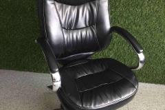 Перетяжка в экокожу офисного кресла руководителя