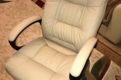 Перетяжка компьютерного кресла в долговечную экокожу