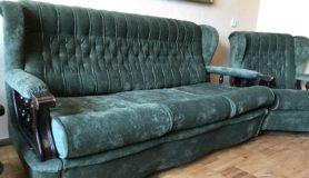 Перетяжка ремонт дивана кресла в мастерской