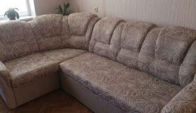 Перетяжка углового дивана в мастерской